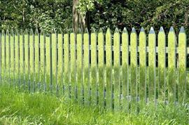 Красим забор на даче