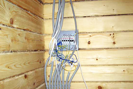 Как сделать электропроводку в доме их бруса