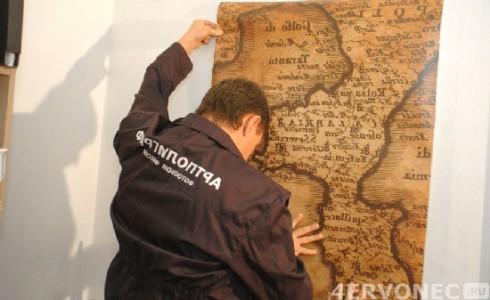 Приклеивание фрагментов на стену