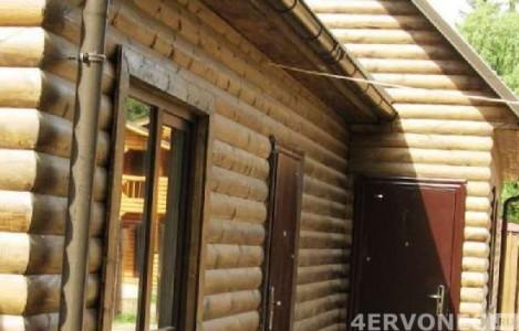 Деревянный дом, обшитый блок-хаусом