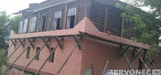 Отделка старого дома при помощи кирпича