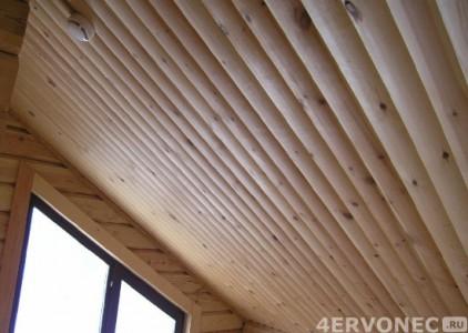 Отделка потолка материалом из древесины