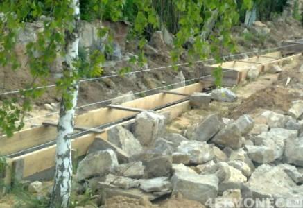 Готовая форма для изготовления цоколя под каменный забор