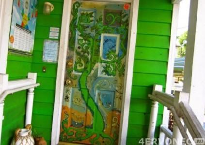 Декоративная роспись входной двери
