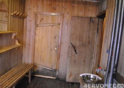 Отсыревшие двери в бане
