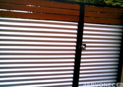 Одностворчатые ворота с поперечной укладкой профлиста