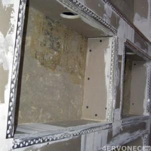 Укрепление углов гипсокартонных конструкций при помощи перфорированных элементов
