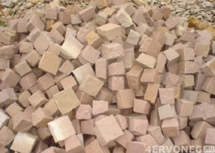 Насыпь рубленых камней