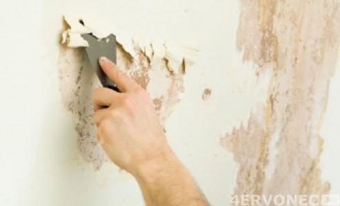 Тщательная очистка стен от предыдущего покрытия