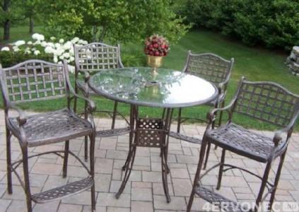 Кованый набор – стулья и стол со стеклянной столешницей