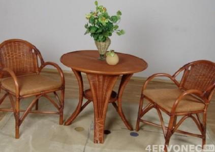 Плетеный гарнитур из стола и стульев