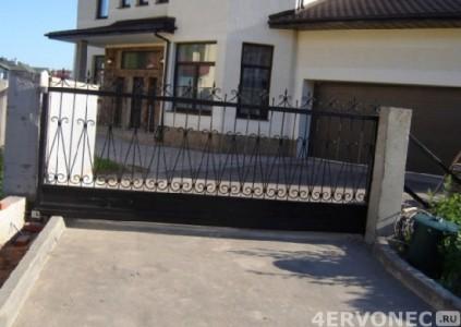 Решетка для ворот, выполненных из кованых элементов