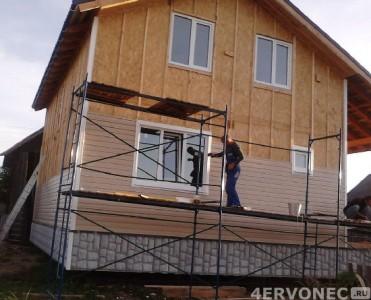 Монтаж сайдинга на фасад двухэтажного дома на деревянную обрешетку