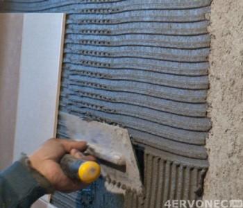 Монтаж второго ряда керамической плитки
