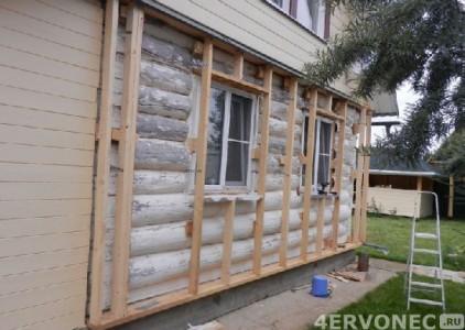 Бревенчатое строение после монтажа деревянной обрешетки