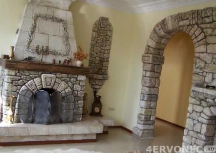 Отделка арки и камина одним видом камня