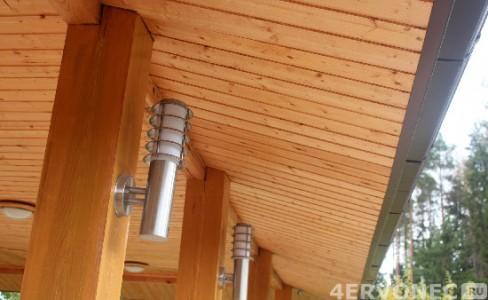 Отделка вагонкой внутреннего ската крыши и потолка веранды