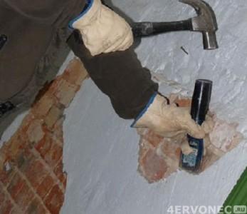 Удаление старого покрытия стен