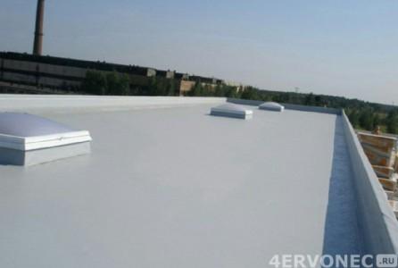 Крыша, покрытая светло-серой мембраной