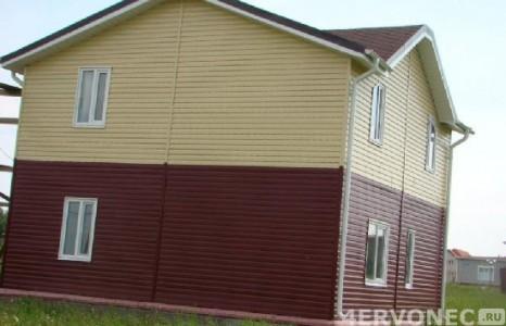 Фото дома, обшитого контрастными оттенками сайдинга
