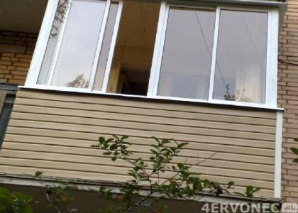 Балкон, обшитый виниловым сайдингом
