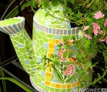 Вазон в виде лейки, оформленный мозаикой
