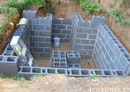 строительство стен погреба на даче