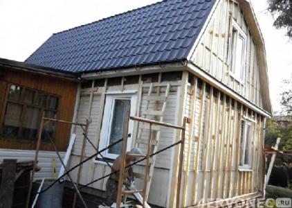 Фасад старого дома перед обшивкой сайдингом