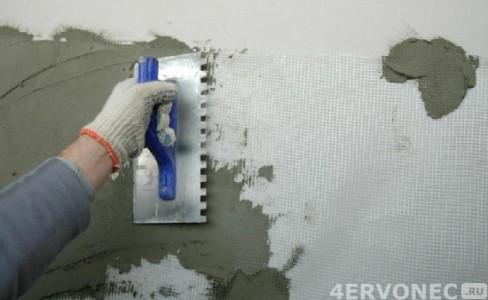 Закрепление сетки и нанесение клея