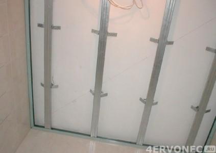 Обустройство каркаса обрешетки на потолке ванной