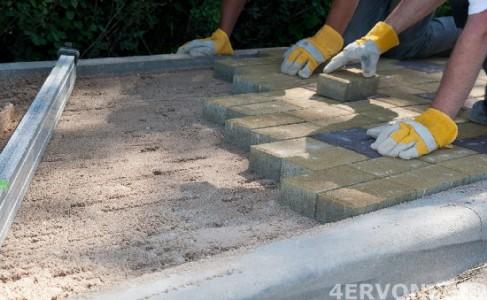Укладка тротуарной плитки на подготовленное основание