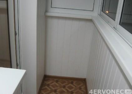 Пластиковые панели белого цвета на балконе