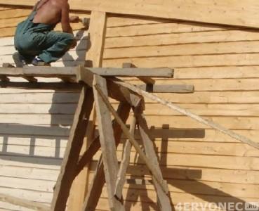 Обработка стен деревянного дома антисептиком