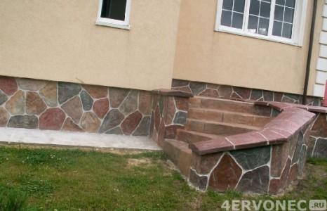 Фасад с разноцветным натуральным камнем